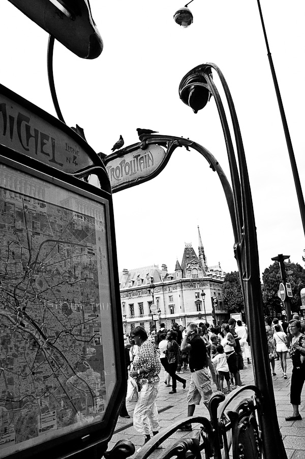 Métro St-Michel, Paris, meet me there