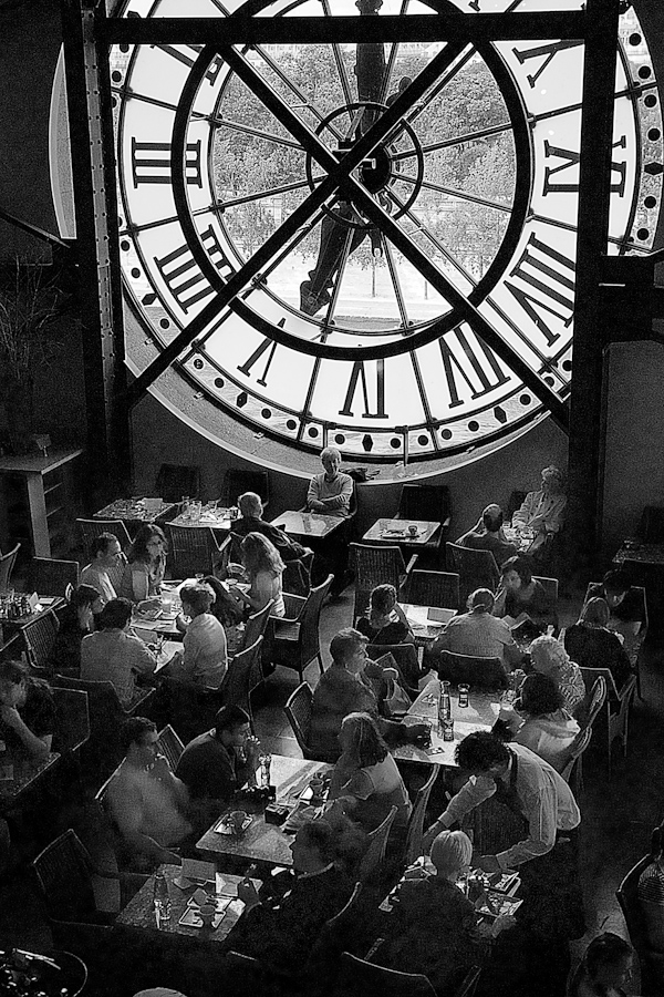 Waiting for the waiter: Musée d'Orsay, Paris